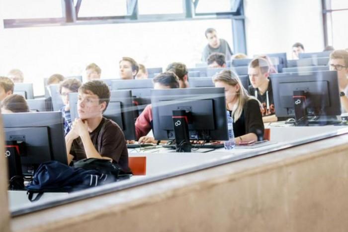 Куда поступить в Чехии без вступительных экзаменов